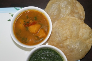 Alu Tamatar Sabji with Poori and Dhania Chutney