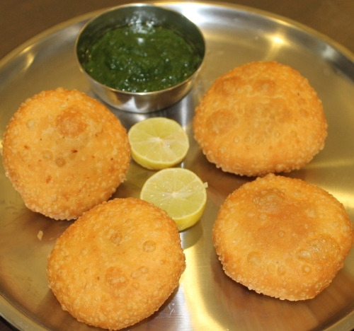 Bhutte Ki Kachori served with Dhania Chutney